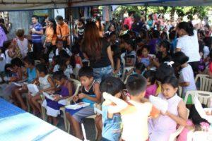 Feeding the marginalized children of Deparo Caloocan City, October 2016